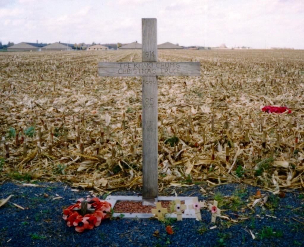 Khaki-chums-xmas-truce-1914-1999.redvers